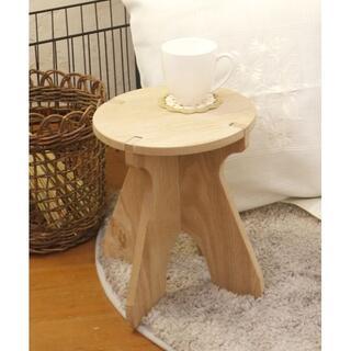 【新品未使用】かわいい木製イス◆クラシカルな木椅子◆お手軽ラウンドスツール(スツール)