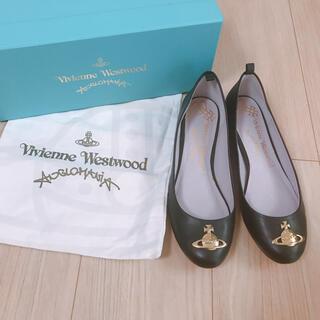 ヴィヴィアンウエストウッド(Vivienne Westwood)の【新品未使用】牛革 インヒール ゴールドオーブパンプス(ハイヒール/パンプス)