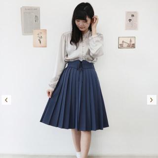 フィント(F i.n.t)のプリーツスカート(ひざ丈スカート)