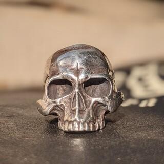 ガボール(Gabor)のガボール Large Skull ring without Jaw リング(リング(指輪))