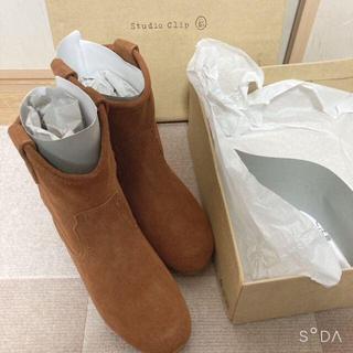 スタディオクリップ(STUDIO CLIP)の新品 箱付き スタジオクリップ 牛革スエードブーツ 37サイズ(ブーツ)