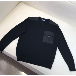 プラダ(PRADA)の【PRADA】ロゴパッチウールセーター☆m(ニット/セーター)