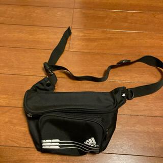 アディダス(adidas)のバッグ(ショルダーバッグ)