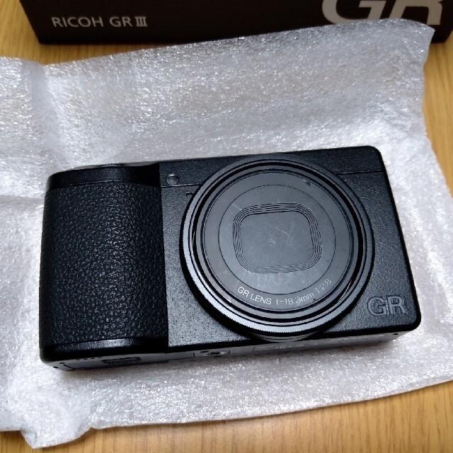 RICOH(リコー)のRICOH GR Ⅲ 【ブルーリングおまけ付き】 スマホ/家電/カメラのカメラ(コンパクトデジタルカメラ)の商品写真