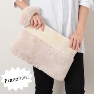 フランフラン(Francfranc)の❤新品タグ付き フランフラン ファー クラッチバッグ【アイボリー×ベージュ】❤(クラッチバッグ)
