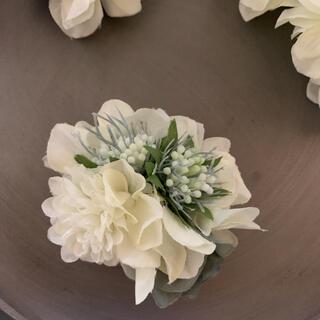 toytoy603 小ぶりなコサージュ【白】卒業 入学 発表会 結婚式(コサージュ/ブローチ)