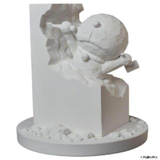 メディコムトイ(MEDICOM TOY)のTEAさん 彫刻家ドラえもん white ver.(キャラクターグッズ)