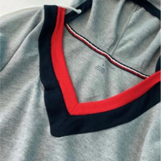 TOMMY HILFIGER(トミーヒルフィガー)のtommy Hilfiger スエットシャツ トレーナー日本未発売 レディースのトップス(トレーナー/スウェット)の商品写真