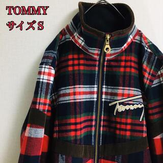 トミー(TOMMY)の【美品】トミー チェックブルゾン レッド サイズS  胸元デカロゴ(ブルゾン)