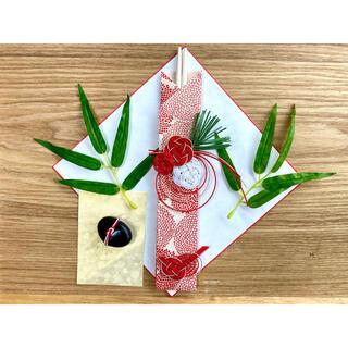 お食い初め飾りセット 赤 OUTLET 歯固め石 笹の葉つき(お食い初め用品)