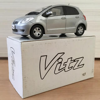 トヨタ(トヨタ)の【トヨタ ミニカー 非売品】Vitz シルバー(1E7)(模型/プラモデル)