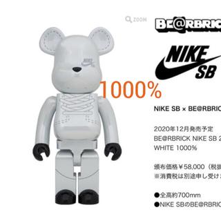 BE@RBRICK NIKE SB 2020 WHITE 1000%(その他)