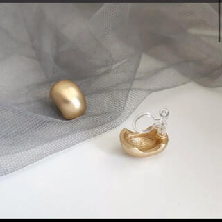 ザラ(ZARA)の【残り1つ】 s925 ゴールドイヤリング 樹脂イヤリング(イヤリング)