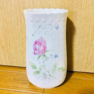 ナルミ(NARUMI)のナルミ ボーンチャイナ フラワーベース 花瓶ホワイト 金土日2000円SALE(花瓶)
