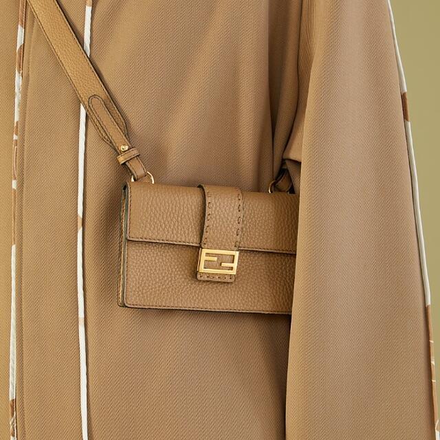 FENDI(フェンディ)の(大特価・期間限定)FENDI(フェンディ)バゲット スリム クラッチ メンズのバッグ(ショルダーバッグ)の商品写真