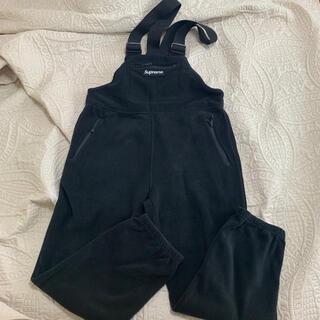 シュプリーム(Supreme)のmサイズ supreme polartec overalls 黒(サロペット/オーバーオール)