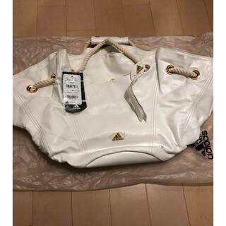 アディダス(adidas)の【未使用タグ付】定価23810円 adidas ショルダーバック 白(ショルダーバッグ)