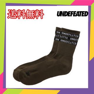 アンディフィーテッド(UNDEFEATED)のUNDEFEATED CREW SOCK WHITE LOGO 靴下 ソックス(ソックス)