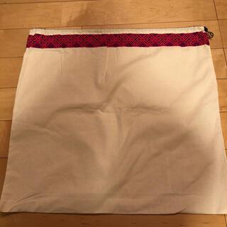 トリーバーチ(Tory Burch)のトリーバーチ  保存袋(バッグ) 巾着型 白/ホワイト 巾着袋 布製 布袋(バッグ)