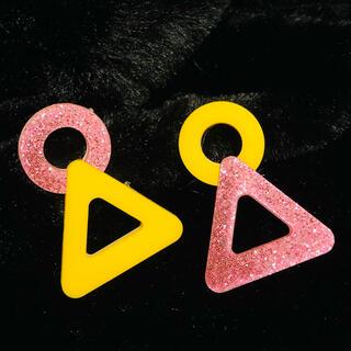 エポック(EPOCH)の大振り カラフル 面白いデザイン ピンク 黄色 ピアス(ピアス)