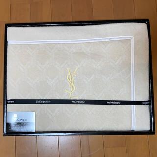 イヴサンローランボーテ(Yves Saint Laurent Beaute)の💕新品未使用💕イヴサンローラン シルク100%毛布(毛布)