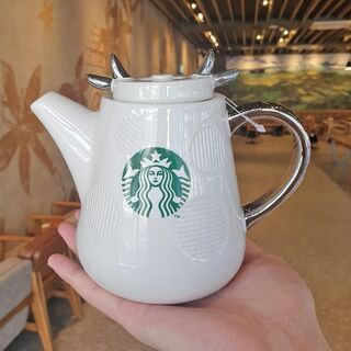 スターバックスコーヒー(Starbucks Coffee)の韓国スタバ★ニューイヤーMD★限定★ニューイヤーセラミックカウティーポット(調理道具/製菓道具)