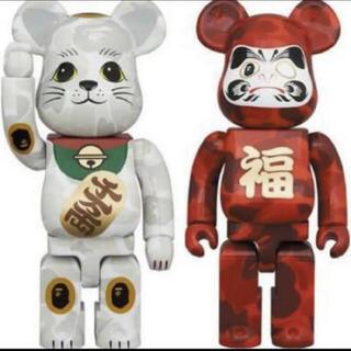 メディコムトイ(MEDICOM TOY)のベアブリック 400% セット 招き猫 & 達磨 エイプ(キャラクターグッズ)