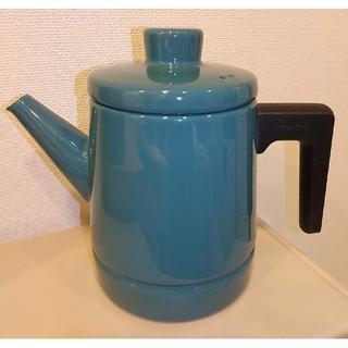フジホーロー(富士ホーロー)の富士ホーロー Solidソリッド コーヒーポット (スモークブルー)(調理道具/製菓道具)