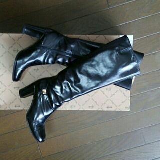 サルヴァトーレフェラガモ(Salvatore Ferragamo)のフェラガモ ロングブーツ(ブーツ)