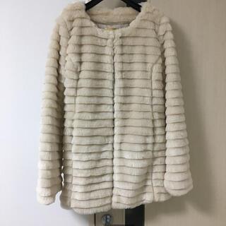 セシルマクビー(CECIL McBEE)のフェイクファーコート オフホワイト(毛皮/ファーコート)