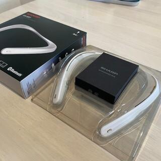 シャープ(SHARP)のウェアラブルネックスピーカー  AQUOSサウンドパートナーホワイト(ヘッドフォン/イヤフォン)