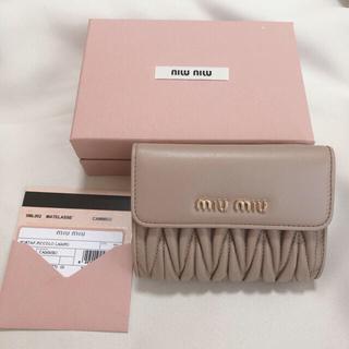 miumiu - MIUMIU  2020-21年秋冬新作 マテラッセ三つ折財布 新品 タグ付き