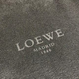 ロエベ(LOEWE)のロエベ きんちゃく袋 黒色(ポーチ)