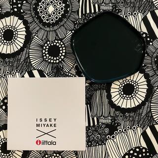 イッタラ(iittala)のIittala × Issey Miyake 廃盤プレート20×21cmグリーン(食器)