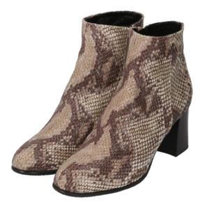 サヴァサヴァ(cavacava)の新品✨タグ付き♪定価29700円 BLACK・牛革、茶系・豚革ブーツ 大特価‼️(ブーツ)