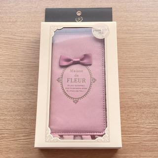 メゾンドフルール(Maison de FLEUR)のMaison de FLEUR ブランドロゴフリル iPhoneX.XSケース(iPhoneケース)