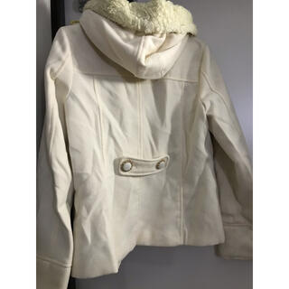 エムズエキサイト(EMSEXCITE)の白色コート(毛皮/ファーコート)