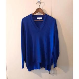 エンフォルド(ENFOLD)のenfoldエンフォルドVネックブルー青ニットアシンメトリー変形デザインセーター(ニット/セーター)