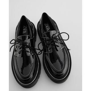 ザラ(ZARA)の新品 完売品 ZARA ザラ トップステッチフラットデッキシューズ(ローファー/革靴)