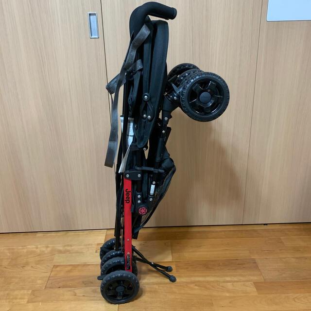 Jeep(ジープ)のJeep ジープ ベビーカー ブラック&レッド キッズ/ベビー/マタニティの外出/移動用品(ベビーカー/バギー)の商品写真