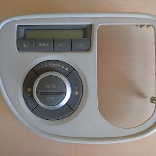 ダイハツ(ダイハツ)のミラココア DBA-L675S エアコンスイッチ オートAC(車種別パーツ)