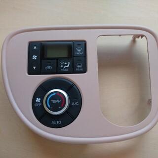 ダイハツ - ミラココア DBA-L685S エアコンスイッチパネル ピンク