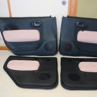 ダイハツ(ダイハツ)のミラココア DBA-L685S ドアトリム 内張り 4枚セット ピンク(車種別パーツ)