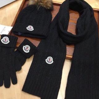 モンクレール(MONCLER)のMONCLER ブラック ニット帽/スカーフ/手袋 スーツ(バンダナ/スカーフ)