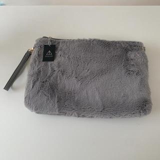 アズールバイマウジー(AZUL by moussy)の新品未使用 ファー バッグ クラッチ ショルダー グレー moussy(クラッチバッグ)