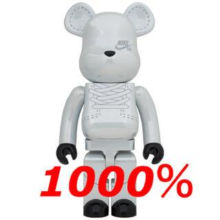 メディコムトイ(MEDICOM TOY)の新品未開封 BE@RBRICK NIKE SB 2020 1000% WHITE(その他)