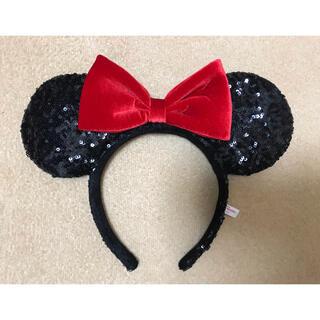 ディズニー(Disney)のディズニー ミニー カチューシャ スパンコール ブラック ベロア レッド リボン(カチューシャ)