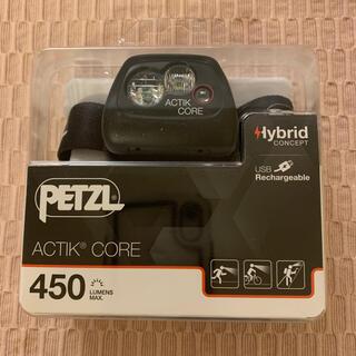 ペツル(PETZL)のペツル PETZL アクティックコア 450 ヘッドライト(登山用品)