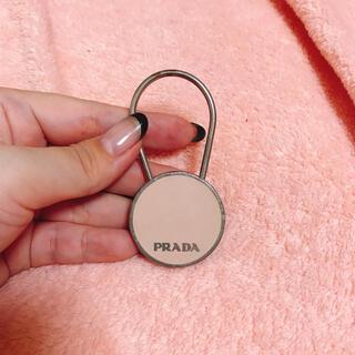 プラダ(PRADA)の【プラダ】ピンク キーリング キーホルダー シルバー(キーホルダー)