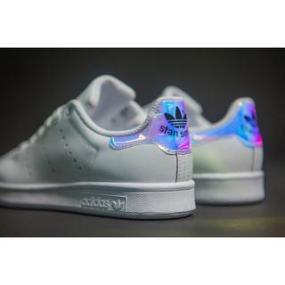 adidas スニーカー派手